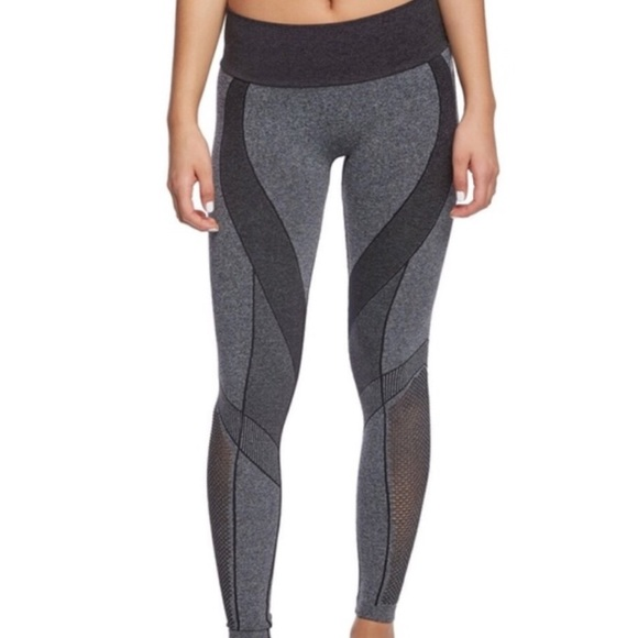 7dbf87a71dc2c Zobha grey and black seamless leggings. M_5bd90e163c9844bd5cf37abe